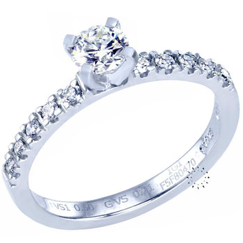 Solitaire ring Platinum with